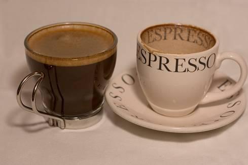 При избор на комплекти чаши за кафе е хубаво да обърнем внимание на няколко неща.